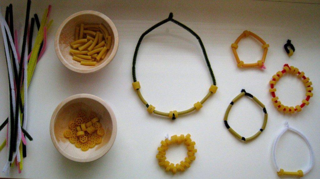 Manualidades con pasta - Collar de pasta