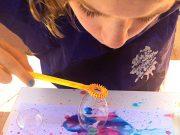 Manualidades infantiles - Hacer pinturas con burbujas de colores
