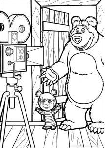 Masha y el Oso haciéndose una fotografía para que puedas colorear y decorar tu cuarto