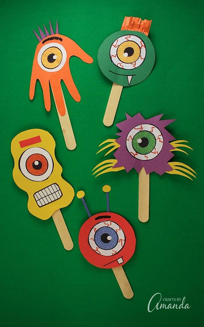 Marionetas de extraterrestres y monstruos creadas con fieltro