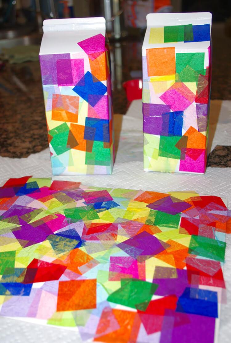 Paso 2 - Pegar los papeles de seda al brick de leche pintado