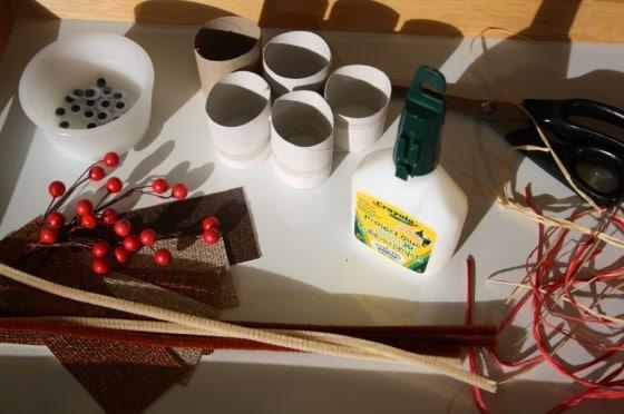 Materiales necesarios para hacer adornos de renos de Navidad