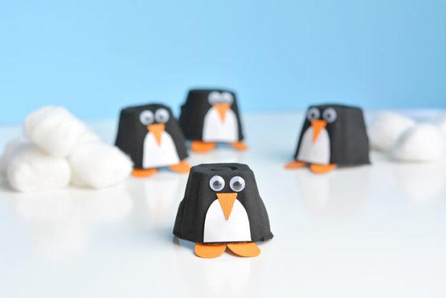Hacer pingüinos con hueveras de cartón