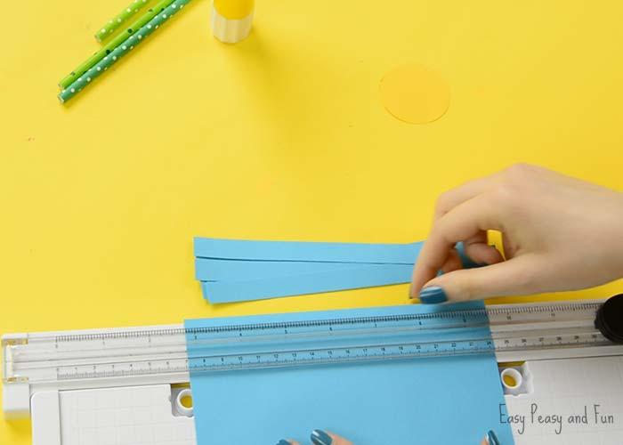 Paso 2 - Cortamos las tiras de papel